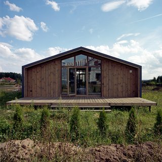 10 Modular Dwellings That Break Away From Traditional Building Practices - Photo 6 of 10 - The pitched roof of Anna Gor's house outside Nizhny Novgorod, Russia, is a signature of the DublDom modular system.