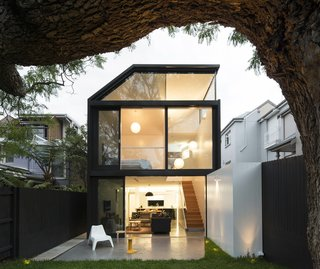 Renovation Near Sydney Opens Home Onto a Lush Garden