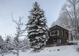 20 Modern Prefab Companies Perfect for Mountain Living - Photo 18 of 20 - Project Name: Unknown