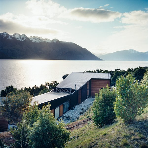 The home is made up of two parts: a rear wing containing the studio and a guest room, and the north-facing living quarters (which, in the southern hemisphere, attract the most sun) overlooking the lake. Photo 7 of Drift Bay House modern home