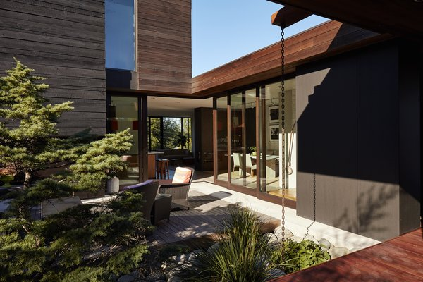 "A builder by trade, Ian  served as general contractor, working with designer Eric Walter of mw|works. Three box volumes, conceived as ""spaces within spaces,"" are configured around the open courtyard; local firm Wittman-Estes designed the hardscapes."