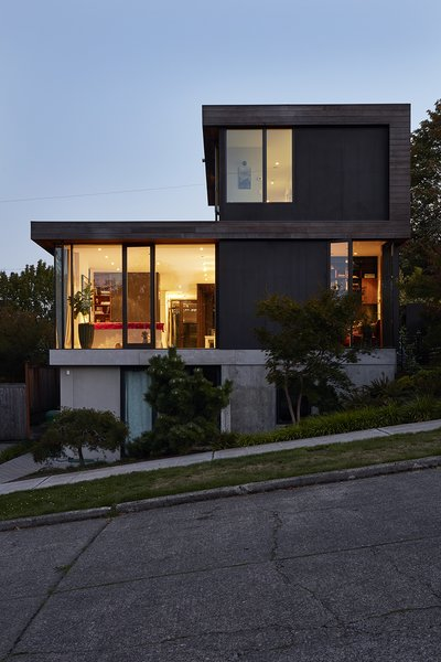 The structure is sited on a slope that dips to the east, allowing for a generous basement that Ian uses for his business, Treebird Construction.