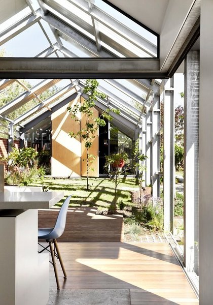 Courtesy of Austin Maynard Architects Photo 11 of Cut Cut Paw Paw modern home