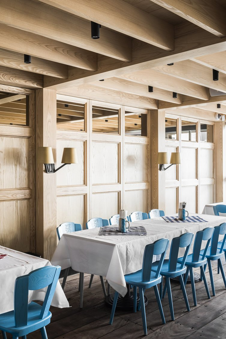 Technē Architecture + Interior Design designed the space with three divided zones—the traditional dining hall, a private function room, and outside seating areas.