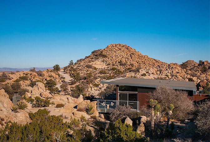 Set high in the desert of Yucca Valley, California, this pre-engineered steel cabin is part of an environmentally-conscious design system that was created by Blue Sky Building Systems and o2 Architecture.