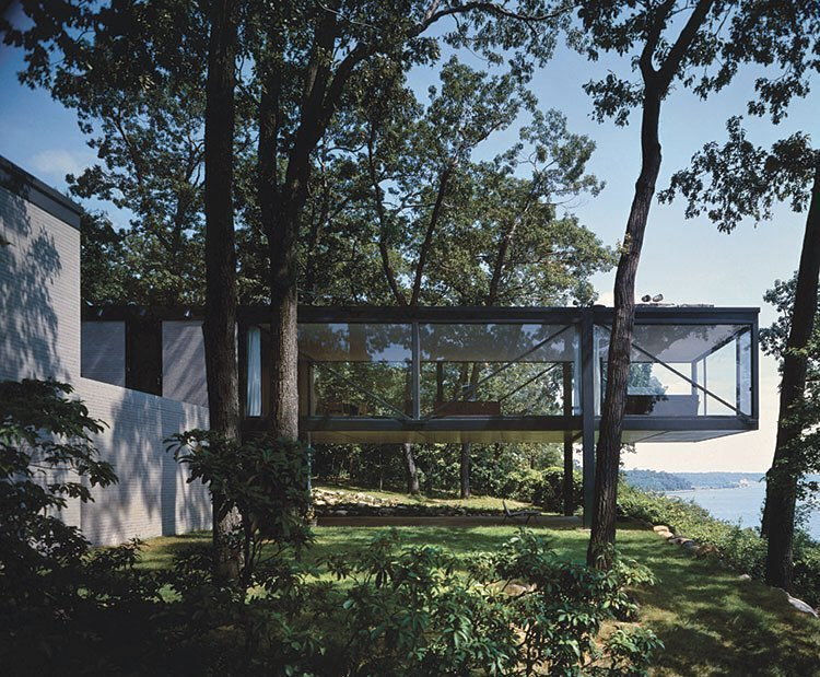 This modernist home in Lloyd Harbor, Long Island, built in 19