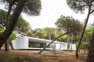 10 Bright White Cubist Homes Across the Globe - Photo 7 of 10 -
