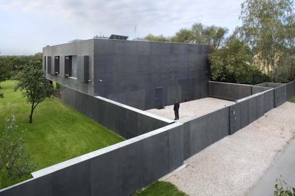 Tagged: Exterior and Flat RoofLine.  Photo 17 of 24 in Shape-Shifting Architecture: 10 Buildings That Move or Change Form