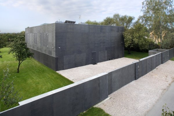 Tagged: Exterior and Flat RoofLine.  Photo 16 of 24 in Shape-Shifting Architecture: 10 Buildings That Move or Change Form