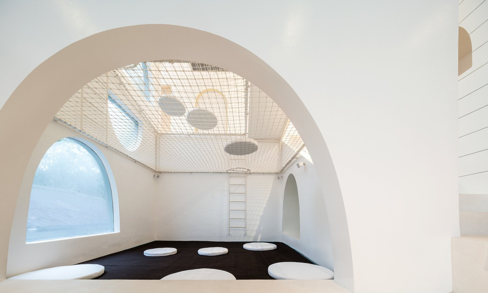 Photo 3 of 11 in Inspired by Tom and Jerry, This Net-Filled Vacation Home Is a Kid's Paradise