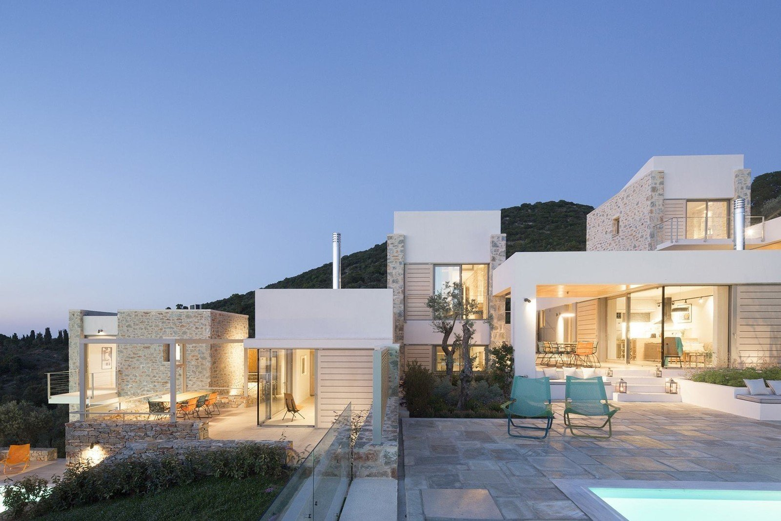 Designed by architect Nikitas Hatzimichalis, these villas are designed to work in harmony with the complex topography of a lush Greek island on the Aegean Sea. It effectively highlights views of the Skiathos beaches and coast of Pelion. Each villa has its own swimming pool that overlooks the sea, and is ensconced by green verandas for added privacy.