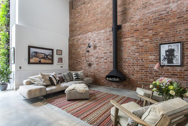 A former cooperage in Clerkenwell where barrels for a local brewery were made, this four-bedroom conversation by Chris Dyson Architects now is a chic holiday rental property.