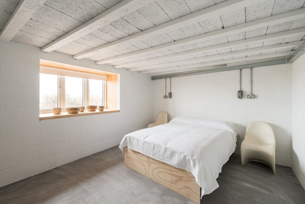 Modern home with bedroom. Photo 4 of Salthouse