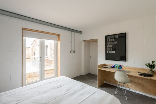 Modern home with bedroom. Photo 5 of Salthouse
