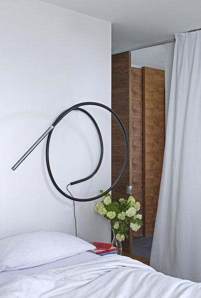 A Structures S7 lamp from Ameico lights the master bedroom.