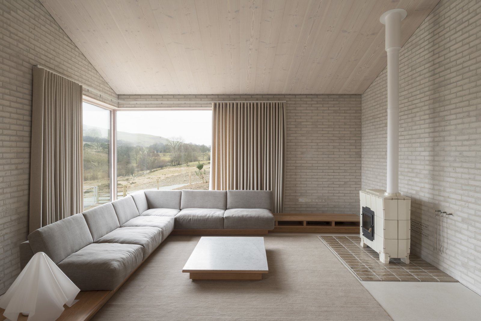 6 British Vacation Homes You Can Stay in That Were Designed by Renowned Architects - Photo 3 of 13