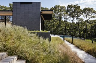 A family retreat in the hamptons bridles wind water and - Lions head residence bates masi architects ...
