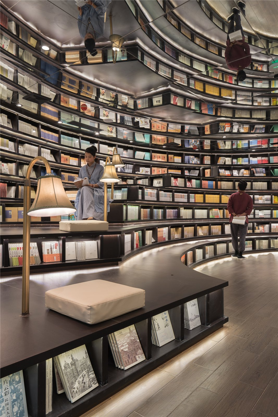 This Otherworldly Bookstore in China Provides a Mesmerizing Atmosphere For Reading - Photo 7 of 7