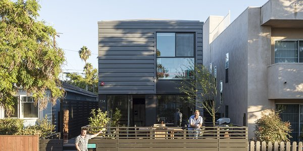 - Santa Monica, California Dwell Magazine : July / August 2017