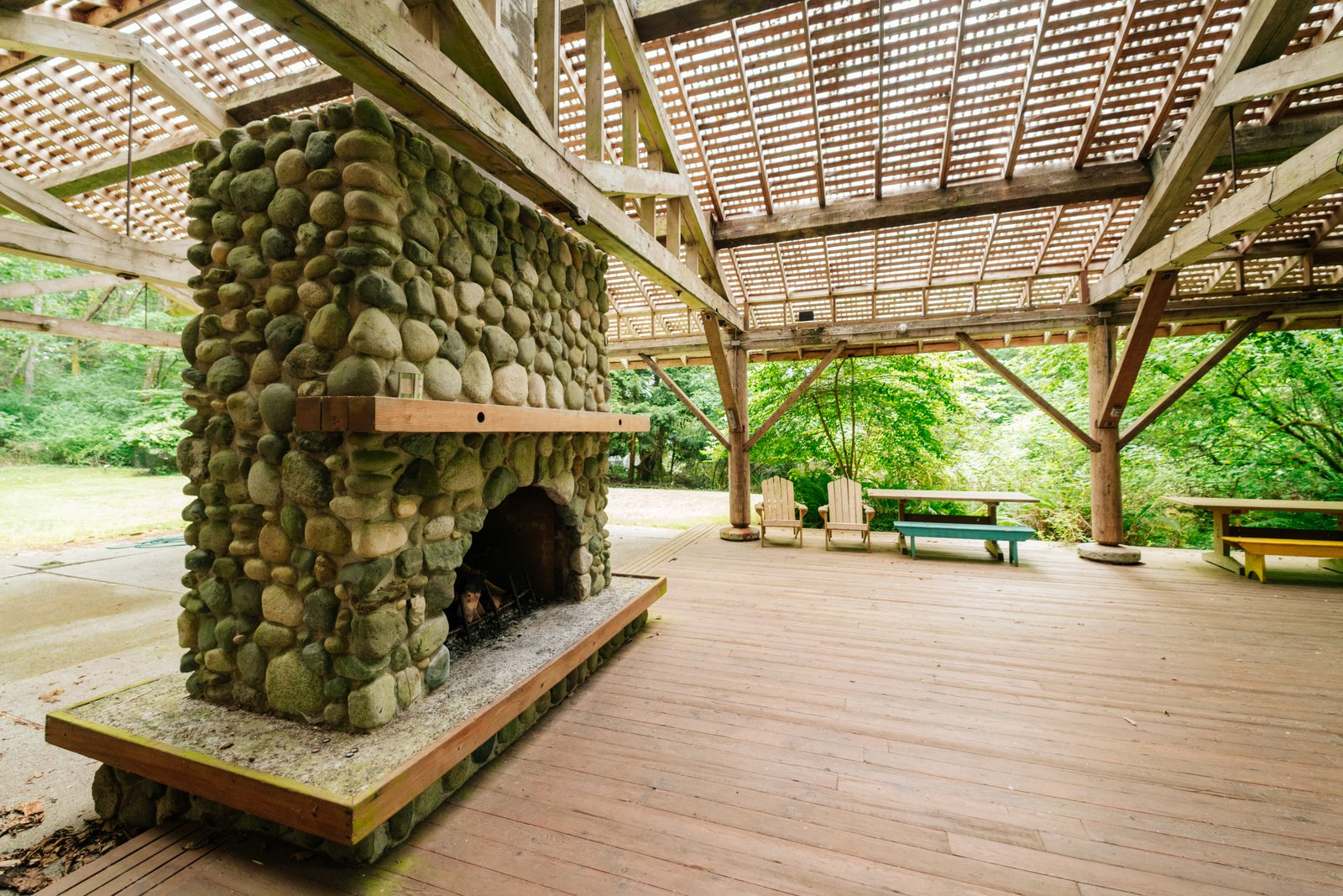 Repurposed Ship Materials and 100-Year-Old Beams Make Up This Tree House-Like Home - Photo 19 of 19