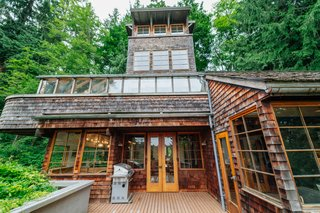 Repurposed Ship Materials and 100-Year-Old Beams Make Up This Tree House-Like Home - Photo 17 of 18 -
