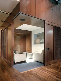 A Warm, Luxurious New York City Duplex With a Dramatic Catwalk