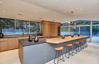 A Hexagonal Midcentury Residence in Southern California Offered at $3.3M - Photo 5 of 9 -