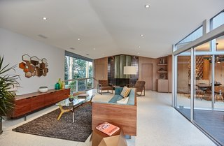 A Hexagonal Midcentury Residence in Southern California Offered at $3.3M - Photo 2 of 9 -
