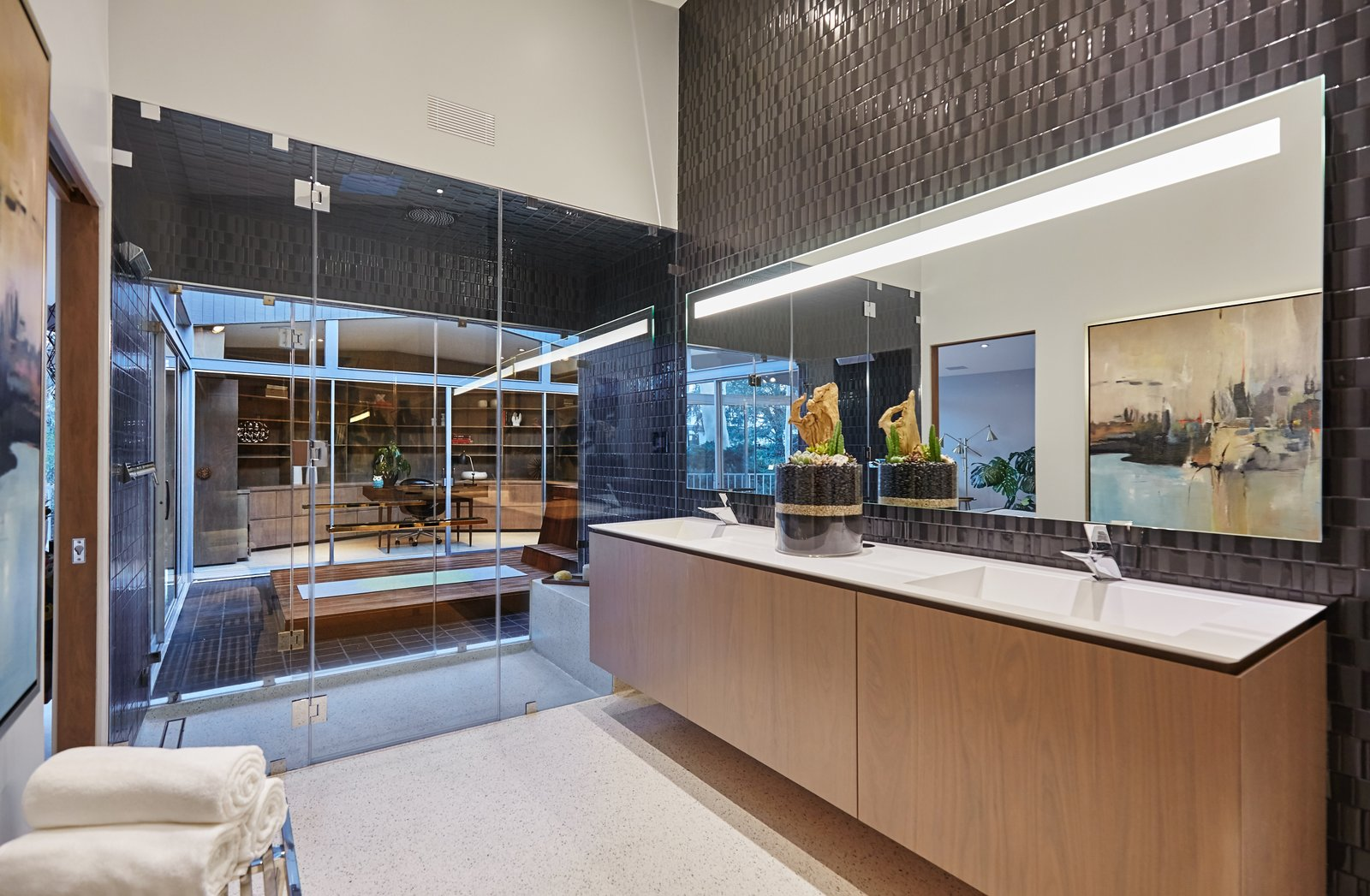 Photo 9 of 10 in A Hexagonal Midcentury Residence in Southern California Offered at $2.89M