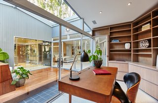 A Hexagonal Midcentury Residence in Southern California Offered at $3.3M - Photo 7 of 9 -