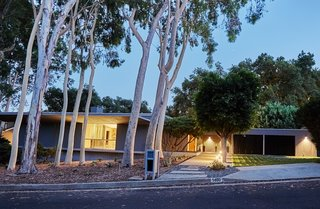 A Hexagonal Midcentury Residence in Southern California Offered at $2.89M - Photo 1 of 9 -