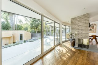 Snatch Up Case Study House #10 in Pasadena For $3M - Photo 3 of 12 -