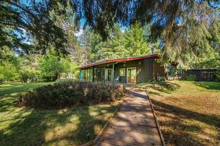 A Waterfront Washington Home Designed by a Renowned Spokane Architect Is Listed For $675K - Photo 7 of 10 -