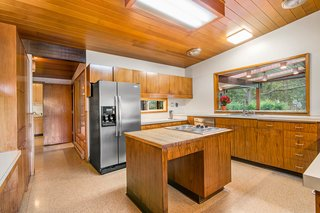 A Waterfront Washington Home Designed by a Renowned Spokane Architect Is Listed For $675K - Photo 5 of 10 -