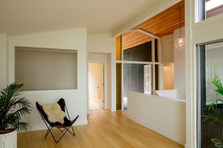 A Family-Run Operation Refreshes a Portland Midcentury, Now Offered at $899K - Photo 1 of 13 -