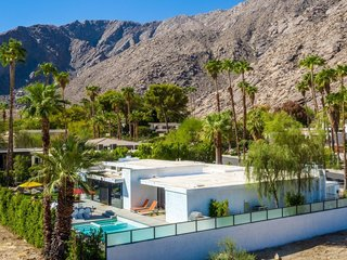 8 Midcentury-Modern Vacation Homes You Can Rent in Palm Springs - Photo 5 of 12 - Designed by Palm Springs modernist architect Stan Sackley and set at the foot of a mountain, this 1970s California-style estate in the historic Tennis Club in downtown Palm Springs captures the magic of the city's indoor/outdoor lifestyle with alfresco dining areas, a large salt water pool, a two-level patio backyard, and rooms with floor-to-ceiling glass sliding doors.
