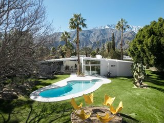 8 Midcentury-Modern Vacation Homes You Can Rent in Palm Springs - Photo 9 of 12 -