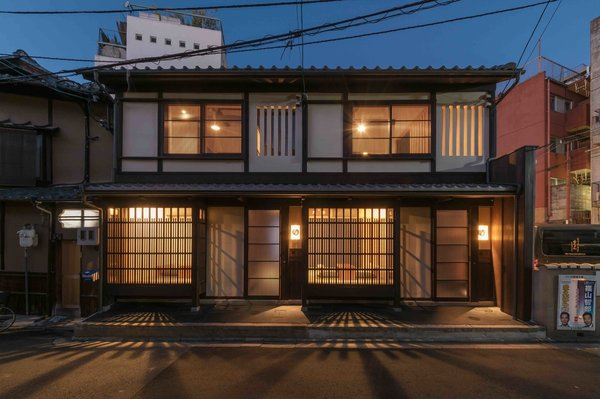 In order to save a Meiji-period machiya in Kyoto's Higashiyama District, four friends pooled together their resources and had the two-level townhouse renovated and transformed into Shimaya Stays—two beautifully simple apartments that are now available for rent.
