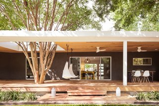 An Austin Couple Turn a Ranch Home Into a Refreshing Live/Work Space - Photo 3 of 13 -