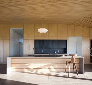 A Vacation Home in Nova Scotia Takes Cues From the Coastal Landscape - Photo 4 of 10 -