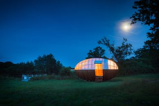 A Fantastic Egg-Shaped Camping Pod Along the Loire Estuary - Photo 4 of 6 -