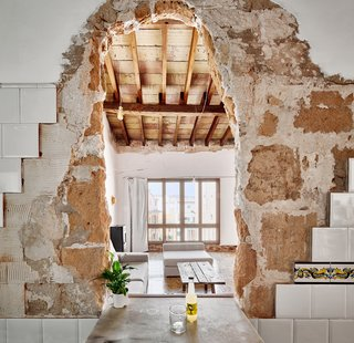 A Salvaged Apartment on Mallorca Leaves its Roots Exposed