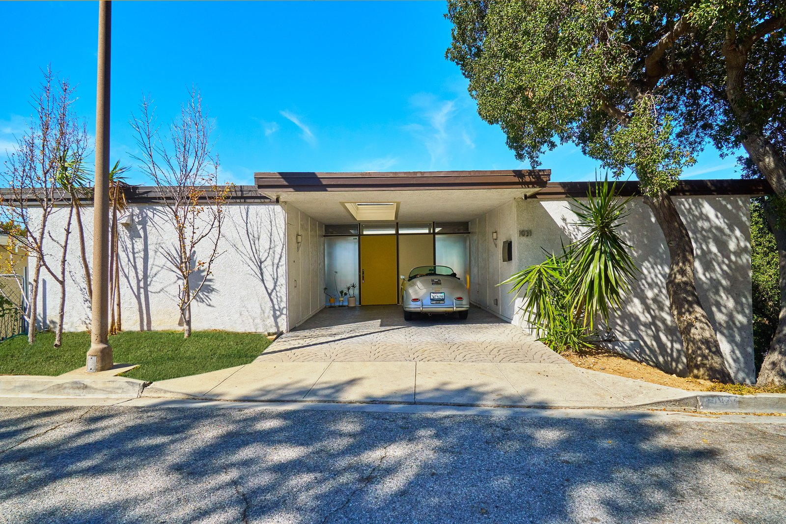 The Richard Banta-designed midcentury home is located at 1031 Berlin Drive in Glendale, California. The two-bedroom, two-bath house measures 1,218 square feet and sits on a 3,030-square-foot lot. Tagged: Exterior, Flat RoofLine, and House.  Photo 2 of 14 in A Midcentury-Modern Home in L.A. Designed by Richard Banta Is For Sale For $899K