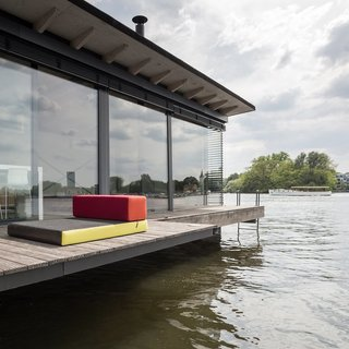 Stay in a Modern Houseboat in Berlin With Floor-to-Ceiling Windows - Photo 2 of 8 -