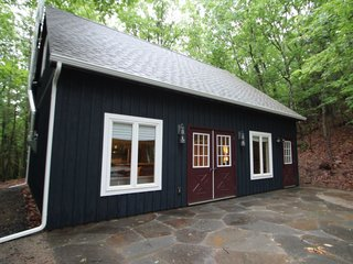 7 Best Houses You Can Rent in the Catskills This Holiday Season - Photo 16 of 20 -
