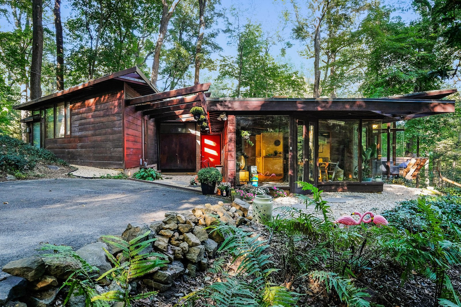 Live Out Frank Lloyd Wright\'s Usonian Vision in This Home That\'s ...
