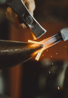 Meet a Seasoned Blacksmith Who Reveals His Art's Painstaking Process - Photo 4 of 13 - Creating the Loop: At the pointed end of the anvil, called the horn, Howard takes a C-channel steel bar that will form the center of the handle and splits it into a Y-shape. He then fuses the ends together to form a circle—the loop of the handle.