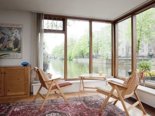 Rent Out One of These Cool Houseboats or Floating Homes - Photo 4 of 13 -