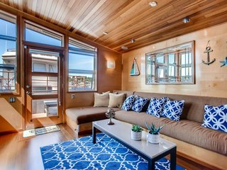 Rent Out One of These Cool Houseboats or Floating Homes - Photo 10 of 13 -