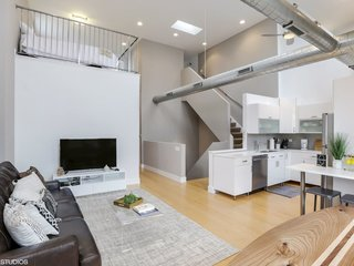8 Cool Places to Rent on Your Next Trip to Chicago - Photo 6 of 8 -